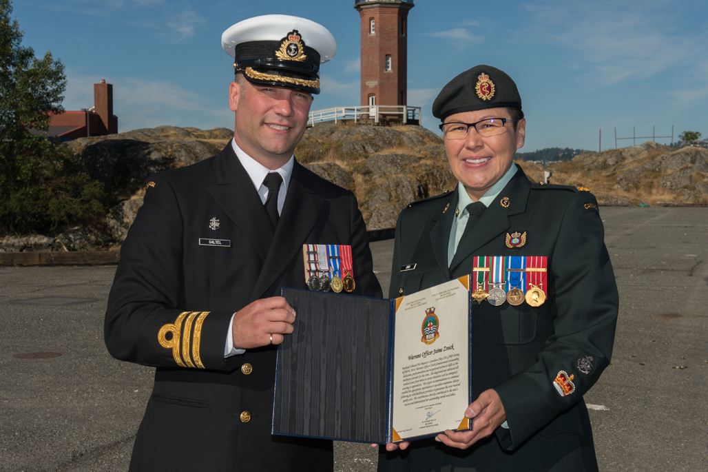 WO Jaime Knox is presented the MARPAC Bravo Zulu award.