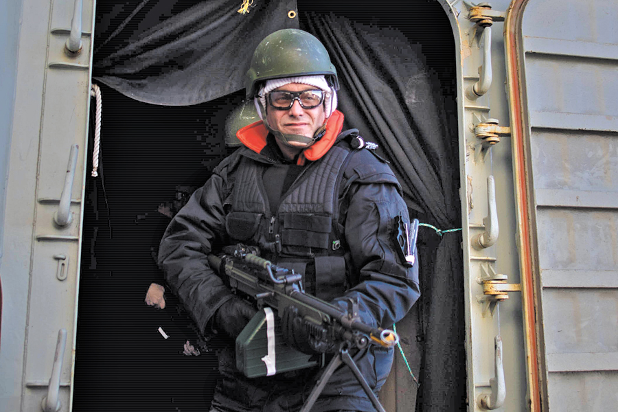 Terrebonne MP Michel Boudrias, a former Army Captain who served in Afghanistan, participates in a force protection scenario on board HMCS Toronto. Photos by: CPO2 Shawn Kent, FIS Halifax