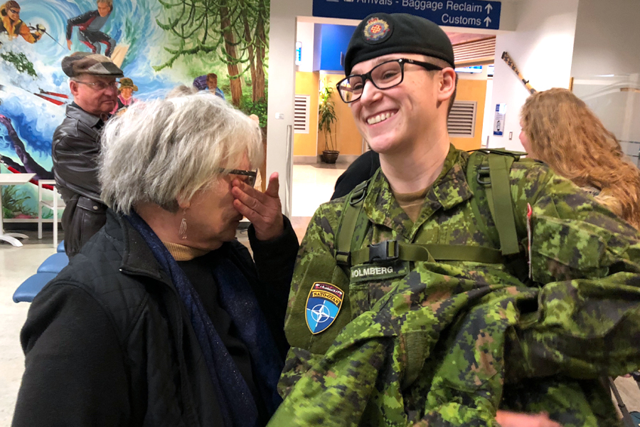 MCpl Kathryn Holmberg greets her mother, Linda, in the Nanaimo airport following her flight from Latvia. Holmberg spent seven months in the Baltic Nation with the Canadian-led enhanced Forward Presence Battlegroup Latvia. Photo by Capt Jeff Manney, 39 Signal Regiment