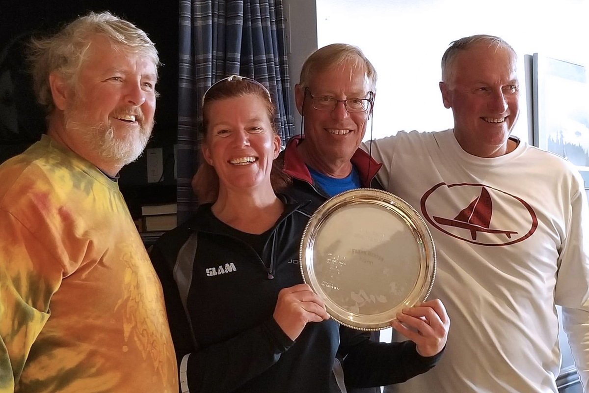 Heidi Leach-Lackenby and Scooter's crew receive their award as overall title winner.