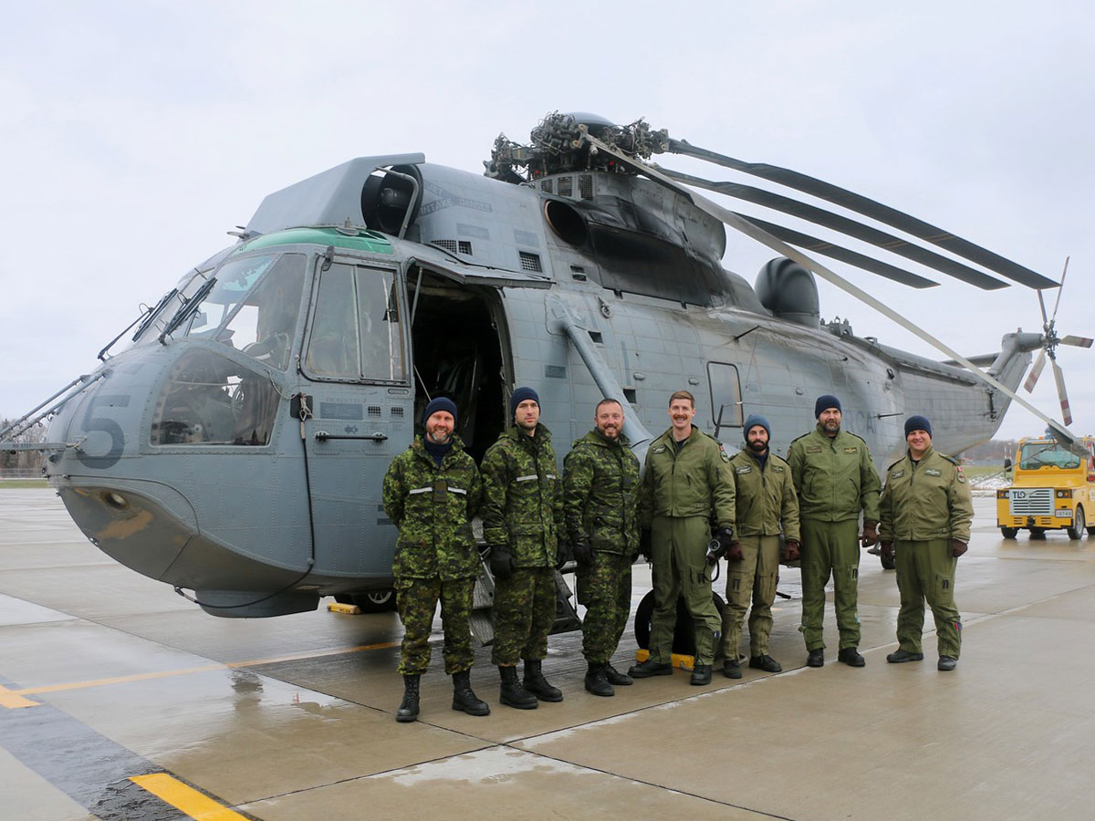 The final crew of CH-12405 at 8 Wing Trenton on Nov. 20. Photos by Makala Chapman