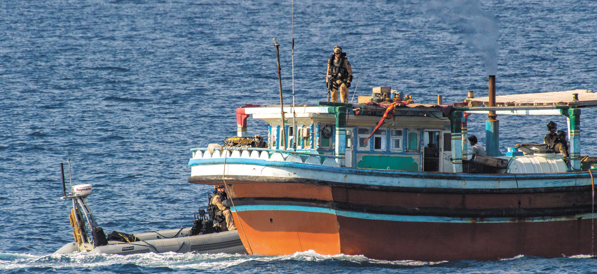 HMCS Regina's Naval Tactical Operations Group boards a dhow during Operation Artemis.