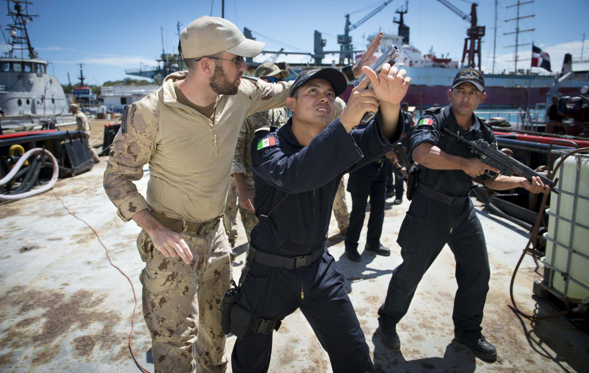 A member of the Canadian Naval Tactical Operations Group teaches Mexican Navy personnel techniques on how to secure the perimeter of a ship at the Las Calderas Naval Station in Dominican Republic. Photo by Private Tori Lake, Canadian Forces Support Unit (Ottawa) Imaging Services